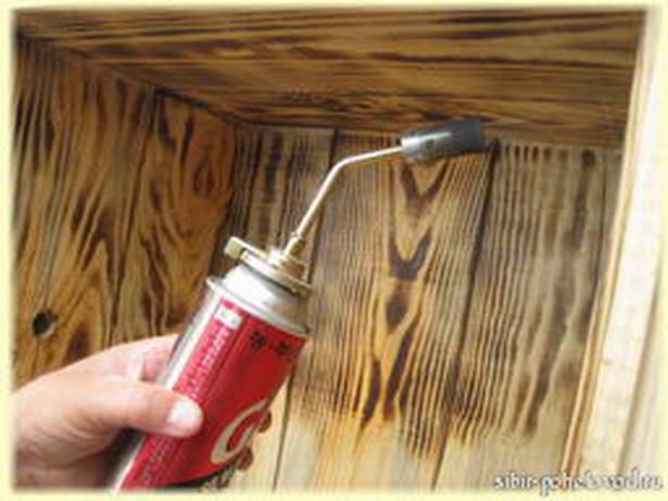 Как обрабатывают улей паяльной лампой