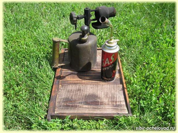паяльная лампа и пчеловодная горелка - необходимые инструменты пчеловода